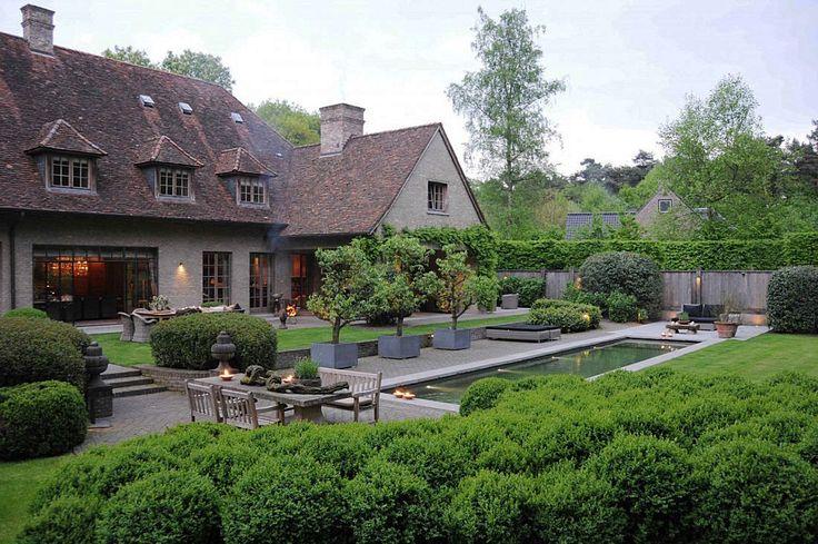 Moderne keuken in landelijk huis van de Appelboom  Meer tuin- en interieurinspiratie vind je op Walhalla.com