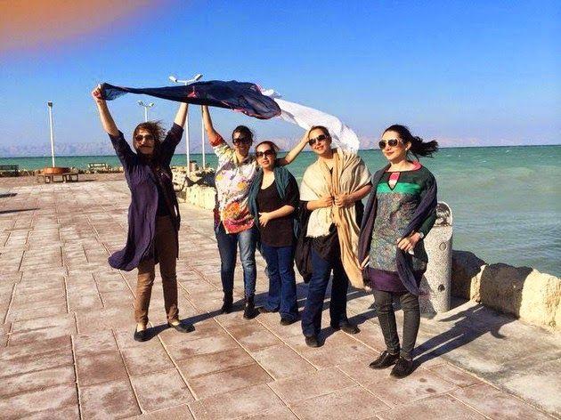 La Caja de Pandora: Cientos de mujeres iraníes se quitan el velo en Fa...