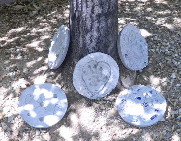 Do-it-yourself stepping stones for Father's Day