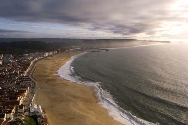Nazaré beach by Pedro Cunha #Portugal