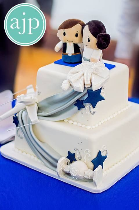 This cake is perfect. I think I want a Star wars themed wedding now