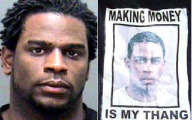 Rapinatore dimentica maglietta con il proprio nome sul luogo del reato Nel Nord Carolina, la Polizia di Charlotte, non ha nemmeno dovuto disegnare l'identikit del sospettato: il ladro ha lasciato tracce chiare del suo passaggio . Il sito The Smoking Gun riporta la foto  #rapina #ladro #maglietta #segnaletica