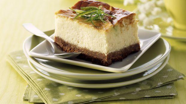 Zitronenkäsekuchen mit Kakaoteig: Rezept  - Sweet & Easy - Enie backt - sixx