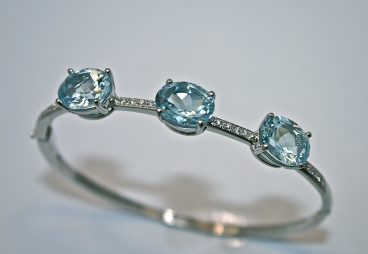 18ct white gold bangle set with Blue Topaz and brilliant cut diamonds