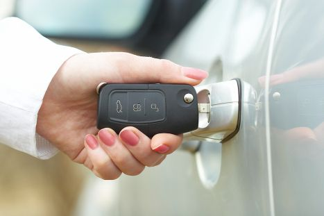 Krazy Keys is a fast car locksmith services near you! Krazy Keys is 24/7 vehicle locksmiths are ready to help with any kind of lock repairs, key duplication, and car lockout situation.