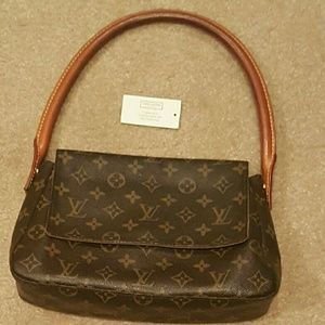"""I just added this to my closet on Poshmark: AUTHENTIC Louis Vuitton Monogram VINTAGE Purse. Price: $685 Size: L 11"""", H 7"""" (13.5"""" including handle), W 3.5"""""""