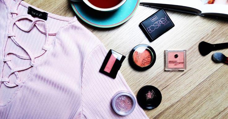 Róż do policzków to element obowiązkowy w codzienny makijażu, jeśli chcemy ożywić naszą twarz oraz wyglądać młodziej, a przy okazji też uwy...