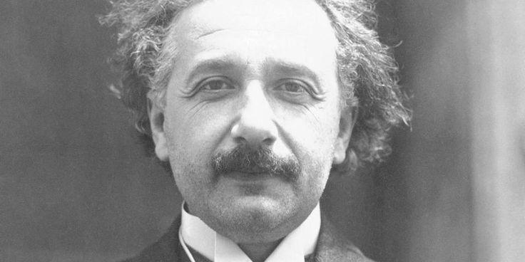 På trods af at han var et af det 20. århundredes største genier, var Albert Einstein ikke ufejlbarlig – som da han stædigt afviste yngre kollegers opdagelse af universets tilfældigheder. Ny bog fortæller underholdende historien om manden, der løste universets dybeste gåder.