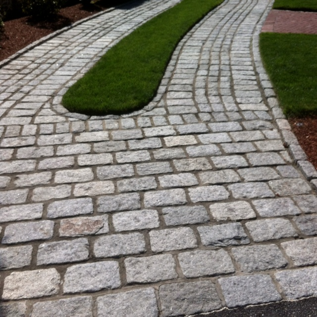 hardscaping - Cobblestone Driveway Idea---maybe front sidewalk instead.