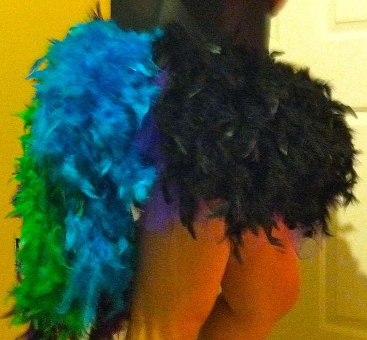 BURLESQUE FEATHER BUSTLE DIY