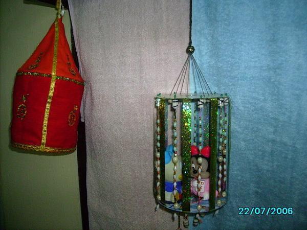 Craft work hangings using waste cd garden craft work 019 for Craft work using waste things
