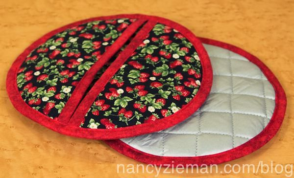 Holiday Hot Pads by Nancy Zieman part of her Fast Projects for the Holidays Sewing Tutorial Round Up - 2016
