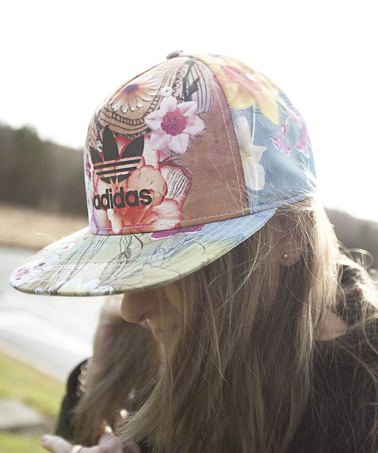 Floral snapbacks = Spring/ Summer essentials.