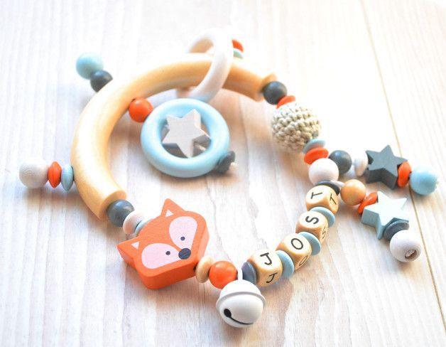 Niedlicher Greifling mit Namen, Beißring, Babyspielzeug / cute teething ring, baby toy made by Schnullerketten von wichtelswerkstatt via DaWanda.com