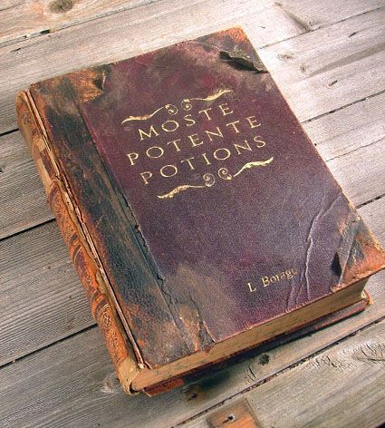 Awesome HP book prop. Thinking of doing this for next halloween...ehem never mind that, I'll do it just for the sheer awesomeness ;P