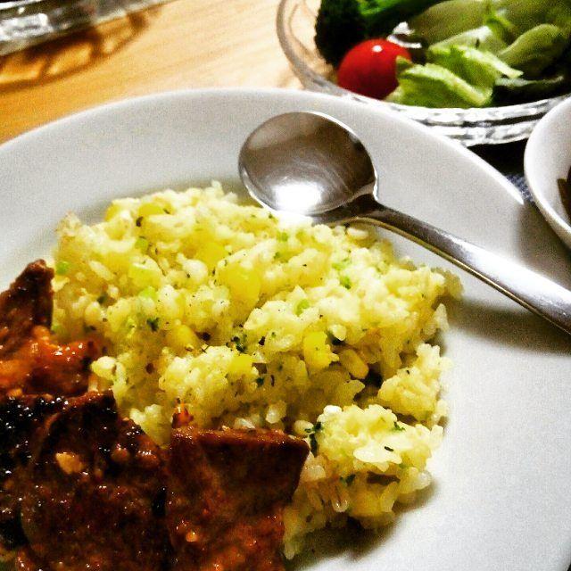 久しぶりの今日の夕ご飯。 GWは自分で作るご飯。 仕事をはじめ、夕ご飯は母が作って、一食200〜250円を徴収する、というなんとも合理的なシステム。 どちらも負担にならない。  #母に感謝#夕ご飯#リゾット#肉#ストックご飯