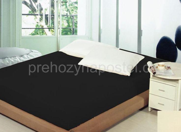 Černá napínací prostěradlo na postel
