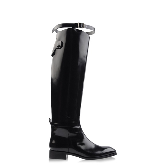 Acne http://www.vogue.fr/mode/shopping/diaporama/bottes-cavalieres-1/9541/image/569428#acne