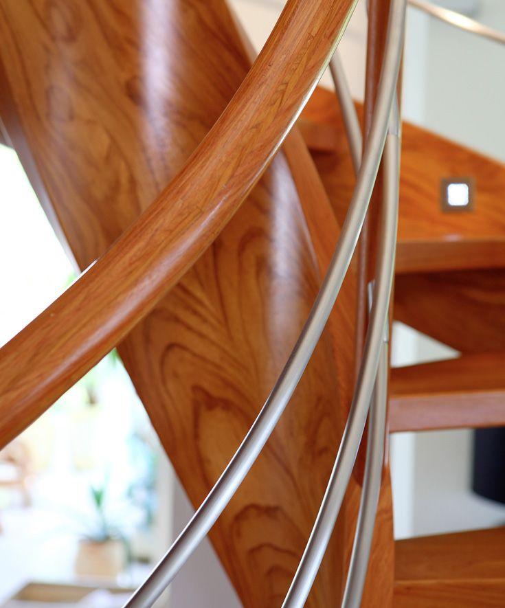 www.trabczynski.com ST707 Policzkowe schody gięte wykonane z drewna doussie. Balustrada ze stali szlachetnej z drewnianym pochwytem. Realizacja wykonana w domu prywatnym , projekt – TRĄBCZYŃSKI / ST707 Curved stringer stair made of Doussie wood. Balustrade of stainless steel with wooden handrail. Private residential project, designed by TRABCZYNSKI