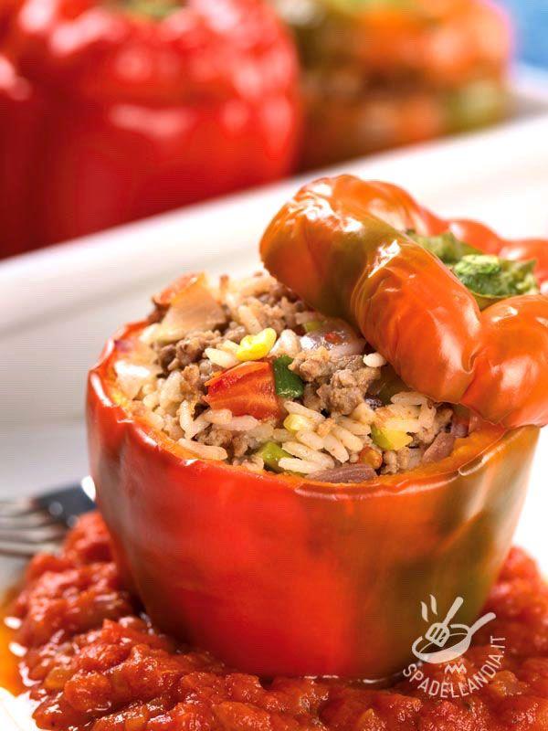 Provate i vostri Peperoni ripieni di riso, carne e verdure anche nella versione più salutare, con del riso integrale o semintegrale biologico.