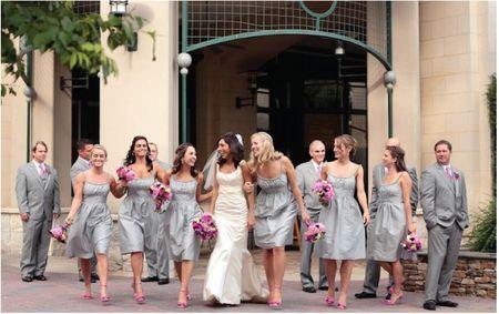 Robes grises des demoiselles d'honneur