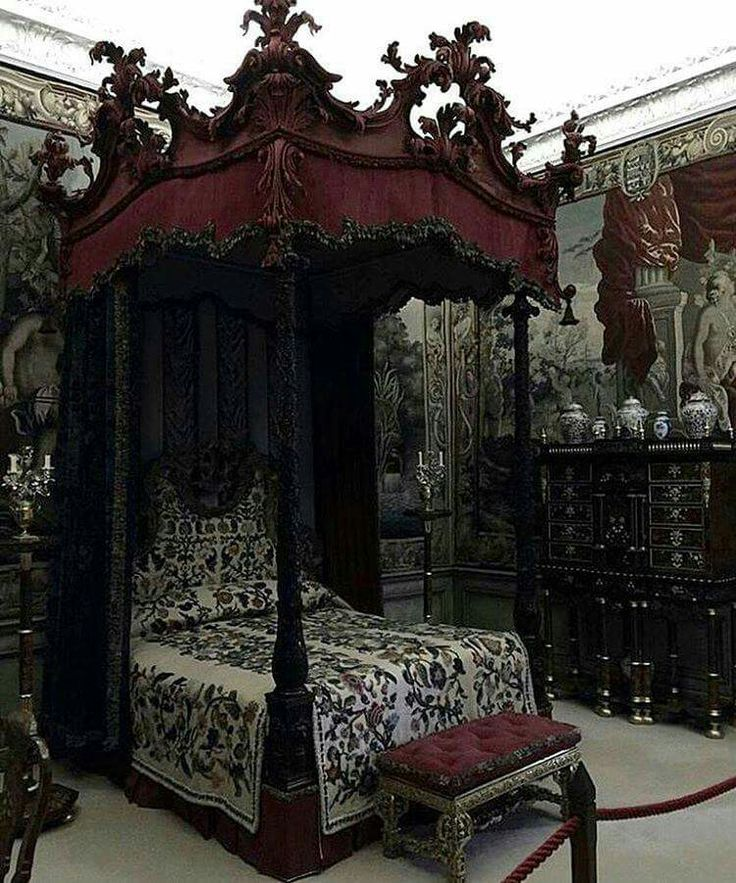 I luv this old, Victorian-style bed & bedding!                                                                                                                                                                                 More
