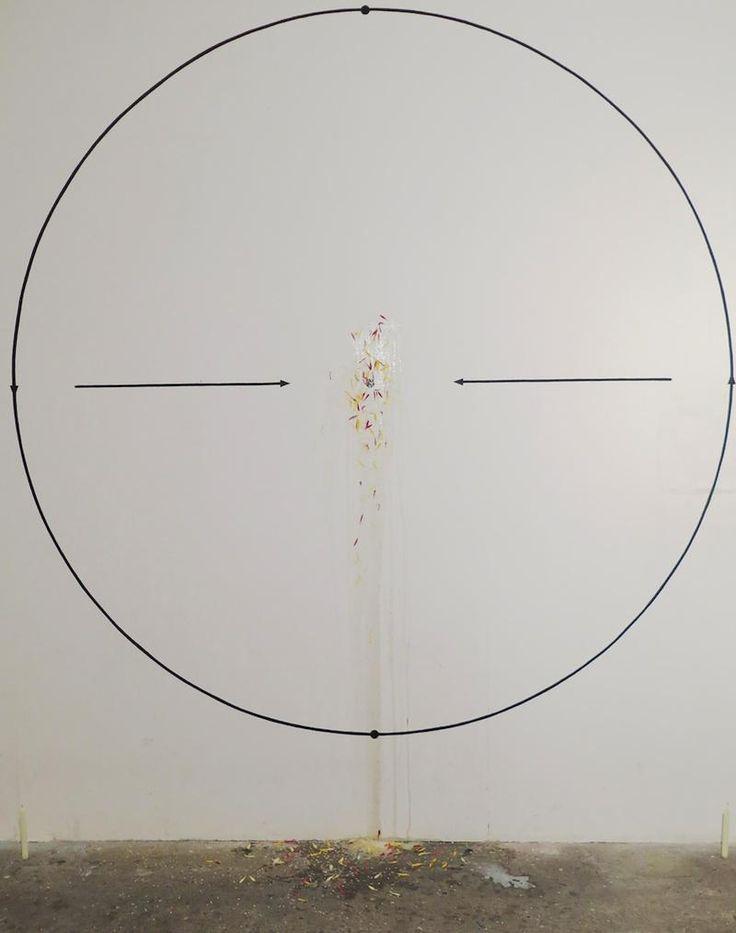 [Mattia Pajè, Smettere di orbitare, 2014, elementi organici e acrilico sul muro, candele, 300x250 cm]