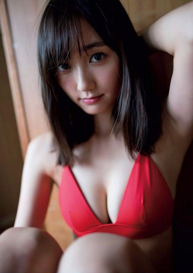 鈴木友菜さんのインナー姿