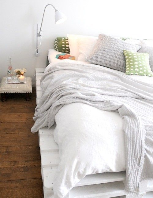 Pallet bed. Cute for Sof. Could do under mount led lights and possible built in bookshelf/headboard combo.