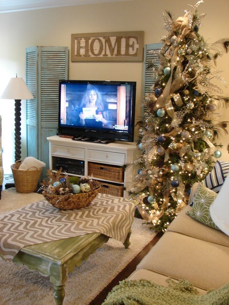 Cobblestone Farms: Watching a movie by the tree...