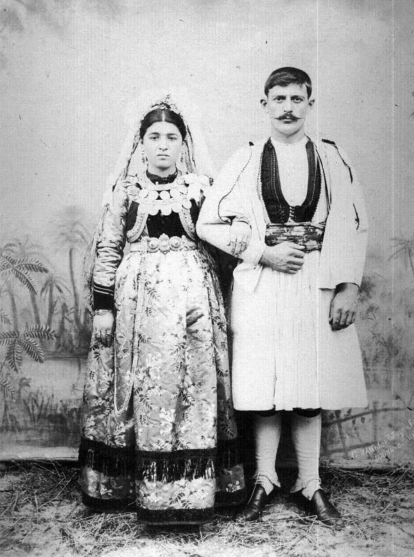 A couple of Aromanians photographed by the Manaki brothers