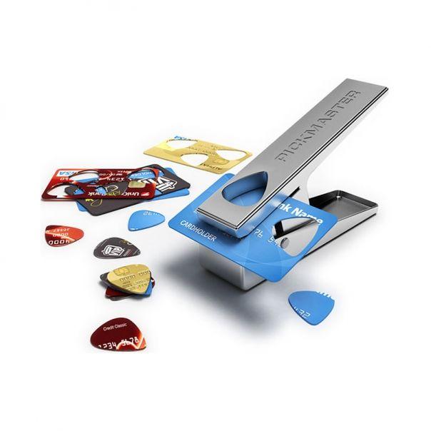 Perforatrice à médiators Pickmaster - une idée cadeau dénichée par Georges sur AlloCadeau.com -