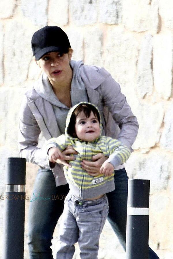 Fotos: Shakira e Milan Passeiam em Barcelona: http://shakira-brasil.com/2014/04/14/fotos-shakira-e-milan-passeiam-em-barcelona/