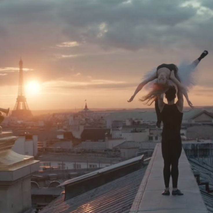 Les balletsne se jouent pas que sur terre.Avec Benjamin Millepied, directeur de la danse à l'Opéra de Paris (et mari de Natalie Portman), la danse se prat...