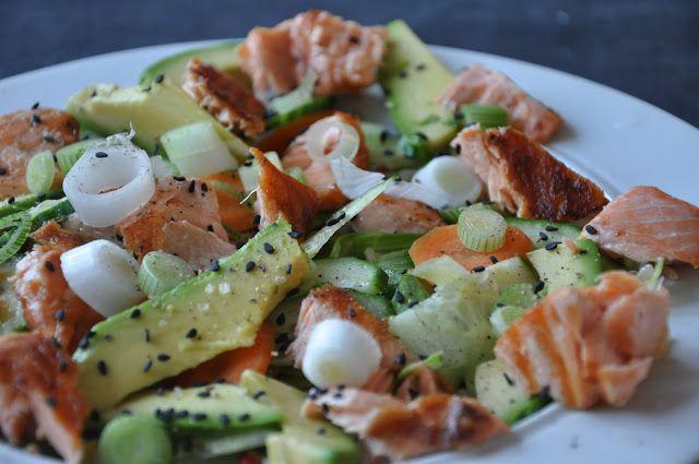 Vi har her til aften fået en sund og smagsfuld salat med laks, som mættede helt godt. Opskriften har jeg fra sæson bladet, april/maj 20...