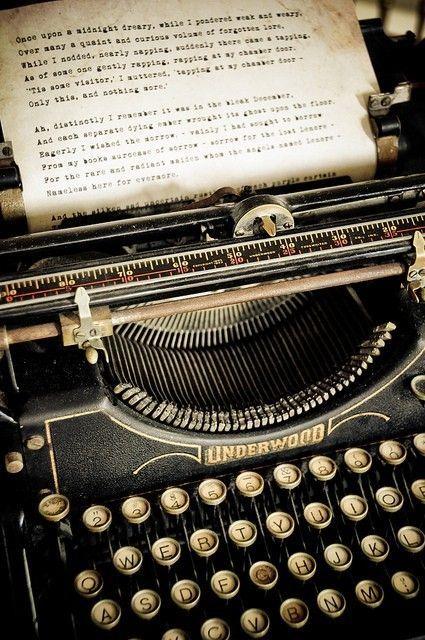 """""""Escribe tu propia historia, la que vive en el espacio que dejas entre paso y paso al caminar.. Esa, tu historia, que vive entre la magia y el misterio del amor."""""""