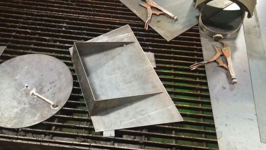 Baffle plate and water tray.