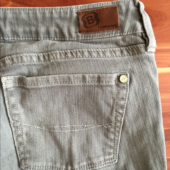 Grey Bullhead Pacsun skinny jeans Neutral jeans pair with anything in your closet. Bullhead Jeans Skinny