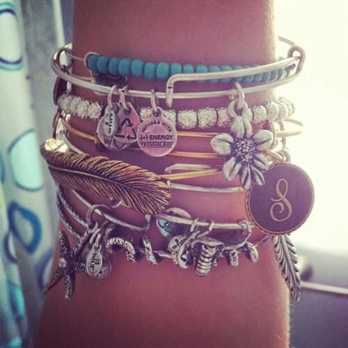Want that Alex and Ani feather bracelet SO bad