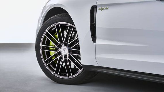 Элементы дизайна гибридного седана Порше Панамера S E-Hybrid 2018 / Porsche Panamera Turbo S E-Hybrid 2018