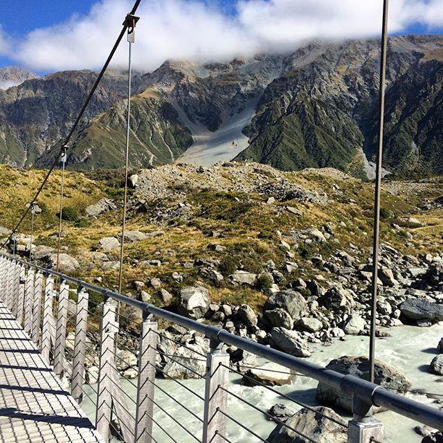 I love NZ swing bridges  #swingbridge #pontsuspendu #aorakimountcook #mountcook #aoraki #hookervalley #hookervalleytrack
