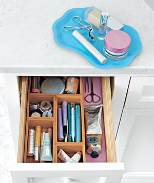 use desk drawer organizer for makeup and other bathroom essentials, and a little tray on top of the bathroom countertop for things i am using!Bathroom Drawers, Daily Makeup, Bathroom Ideas, Organic Bathroom, Bathroom Organic, Makeup Drawers, Makeup Routine, Drawers Organic, Beautiful Products