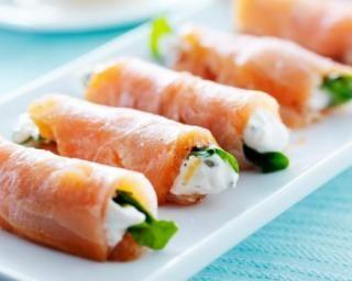 Roulés de saumon et d'épinards à la crème rapides : http://www.fourchette-et-bikini.fr/recettes/recettes-minceur/roules-de-saumon-et-depinards-la-creme-rapides.html