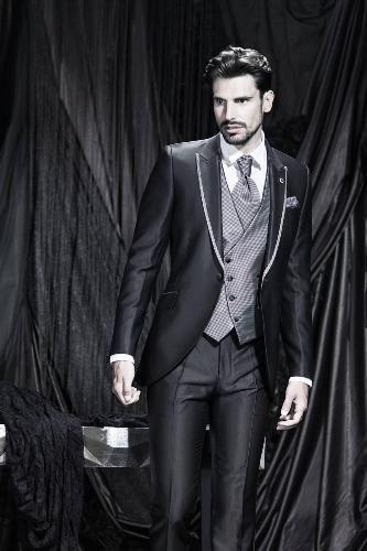 cari toko yang jual baju formal terbaik ? kami sediakan harga setelan jas pria paling murah kualitas bergaransi dan terjamin bukan barang murahan