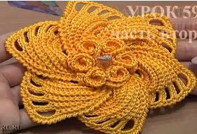 Flor de crochê com pétalas sobrepostas. Unusual crochet flower pattern. In…