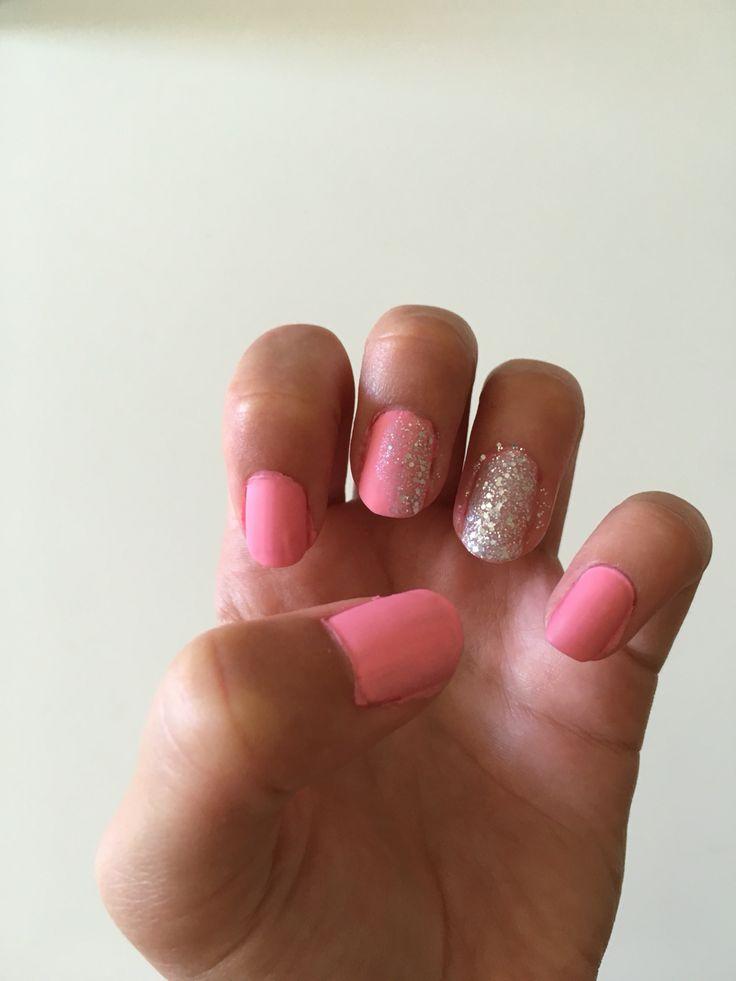 Enkla och fina rosa sommar naglar med glitter💅
