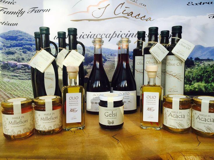 Nuovi prodotti alla Soc. Agricola I Ciacca -oltre a Olio Extravergine di Oliva, Miele,Marmellate ci sono novità come aceto di vino , Nocino e olio di oliva con peperoncino.... A wonderful year for our @ICiacca products! All certified #organic #EVOO, #honey #acacia #mulberry jam #red wine vinegar #chilli oil https://t.co/lQt7no0i5B
