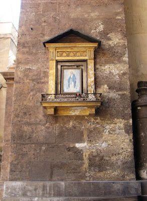 Palermo edicola votiva sotto l'arco di Porta Nuova