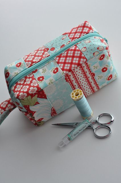 Abby's Treasure Box zippered pouches. They look adorable and fun to make.