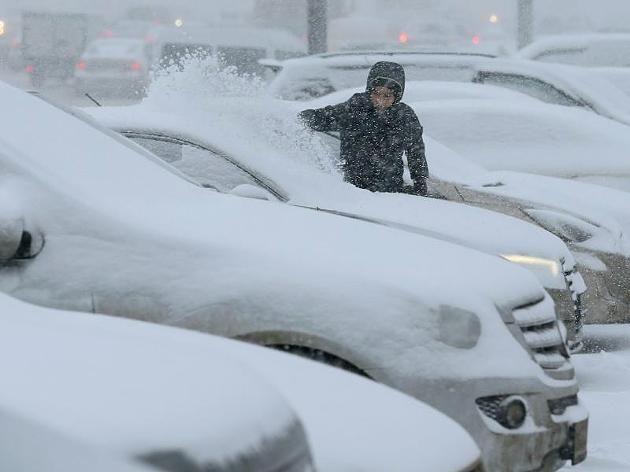 25.12.2014 Ein heftiger Schneesturm hat das öffentliche Leben in Moskau teilweise lahmgelegt. http://www.focus.de/panorama/wetter-aktuell/wetter-schneesturm-stuerzt-moskau-in-chaos_id_4368114.html